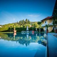 Hotel Pictures: Dorf Hotel Grüner Baum, Maria Laach am Jauerling