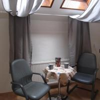 Apartment with Shared Bathroom (4 Adults)