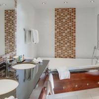 Deluxe One-Bedroom King Suite