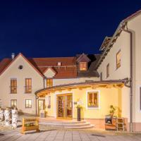 Hotel Pictures: Landhotel Zum Goldenen Kreuz, Moosbach