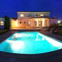 Hotel Pictures: Villa Peralada 2612, Peralada