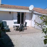 Hotel Pictures: Holiday Home Dolus d'Oléron 3889, Dolus dOléron