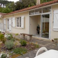 Hotel Pictures: Holiday Home ST PALAIS SUR MER 4733, La Palud