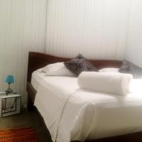 Hotel Pictures: Indigo Yoga Surf Hostel B&B, Mal País