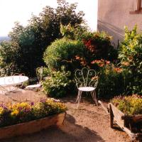 Hotel Pictures: Chambres d'hôtes Le Presbytère, Saint-Cyr-les-Vignes