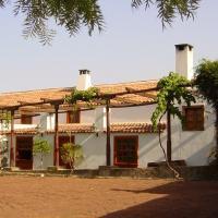 Hotel Pictures: Casa del Cura Viejo, Arafo