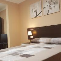 Hotel Pictures: Pensión Avenida, Vilafranca del Penedès