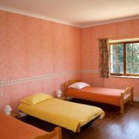 Hotel Pictures: Chateau Chavagnac Gites, Lemps