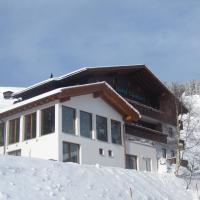 Hotel Pictures: Ferienwohnung Cuntera, Curaglia