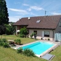 Hotelbilleder: Ferienwohnung mit Pool, Straubenhardt