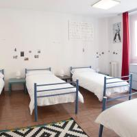 Bed in 6-Bed Mixed Dormitory Room with Shared Bathroom