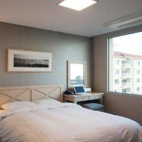 Premier Twin Room with Mountain View