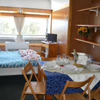 One Bedroom Apartment with Mountain View (5 Adults)