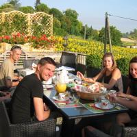 Hotel Pictures: Château Coquelicot, Souilhanels