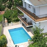 Hotel Pictures: Villa Consuelo 1, Mont Barbat