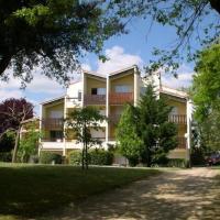 Hotel Pictures: Apartment Dans Parc Boise Proche Mer Et Centre Ville, Saint-Georges-de-Didonne