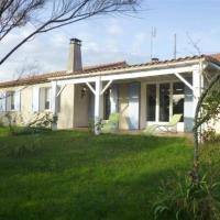 """Hotel Pictures: Villa Proximité """"Plage Du Platin"""" 1, Puyraveau"""