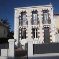 Hotel Pictures: Villa Proximite Centre Ville, Saint-Georges-de-Didonne