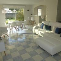 Hotel Pictures: Villa De Plain Pied, Royan
