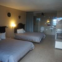 Deluxe Queen Room with Two Queen Beds - Poolside - Non-smoking