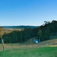 Hotel Pictures: AlphaWood 2br with Killer Valley Views @ Mount View, Millfield