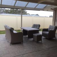 Hotel Pictures: O'Shea Cottage, Vineyard Grove, Cessnock