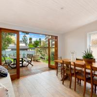 Hotel Pictures: Charming Beach House by the Sea, Manly