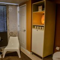 Jr. Queen Room with Shared Bath (Sanctuary)