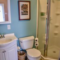 Jr. Queen Room with Shared Bath (Stanza 7)