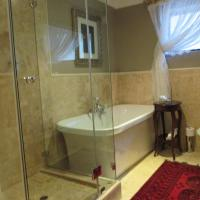 Deluxe Double Room with Shower & Bath (Waves / Blouberg)