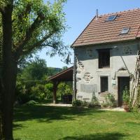 Hotel Pictures: Maison De Vacances - Le Chat Blanc - Grote Gite, Pionsat