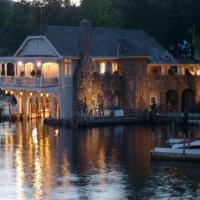 Lake George Boathouse Bed & Breakfast
