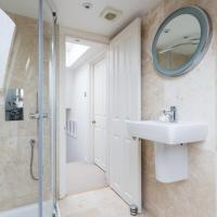 Four-Bedroom Apartment - Mallinson Road