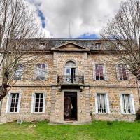 Hotel Pictures: Château Coupat, L'Hôpital-sous-Rochefort