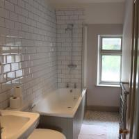 Cottage with Shared Bathroom
