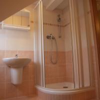 Hotel Pictures: Apartments Viktoria Klinovec, Kovářská