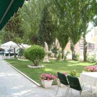 Hotel Pictures: San Cristobal, La Cistérniga