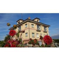 Hotel Pictures: Apartamentos Mirapeñas, El Campo