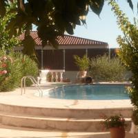 Hotel Pictures: Location Meublé De Marie, Pertuis