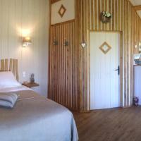 Hotel Pictures: Le Lion D'Or, Mauzac-et-Grand-Castang