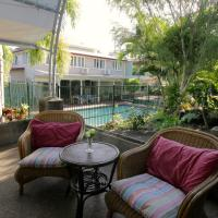 Hotel Pictures: Hillcrest Guest House, Cooktown