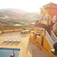 Hotel Pictures: Villa Karolina, Salobreña