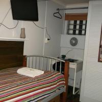 Budget Single Room with Shared Bathroom