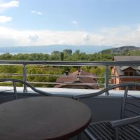 Family Two-Bedroom Apartment with Lake View