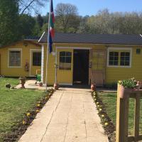 Hotel Pictures: Camping Du Vieux Moulin, La Chartre-sur-le-Loir