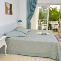 Deluxe Double Room with Garden View and Balcony