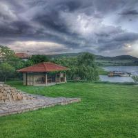 Hotel Pictures: Beliyat Dom, Asparukhovo