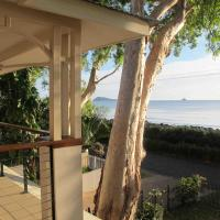 Hotel Pictures: Seascape Luxury Beachfront House, Clifton Beach