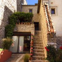 Hotel Pictures: Maison atypique 11e siècle, Logrian-et-Comiac-de-Florian
