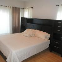 Hotel Pictures: Comfortable Townhouse Near LPIA Airport, Macbride